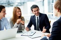مدیر منابع انسانی، در کنار وظایف مختلف مدیریتی که بر عهده اش است، مسئولیت فعالیتها و دیگر مسائل مربوط به کارکنان سازمان را بر عهده دارد.